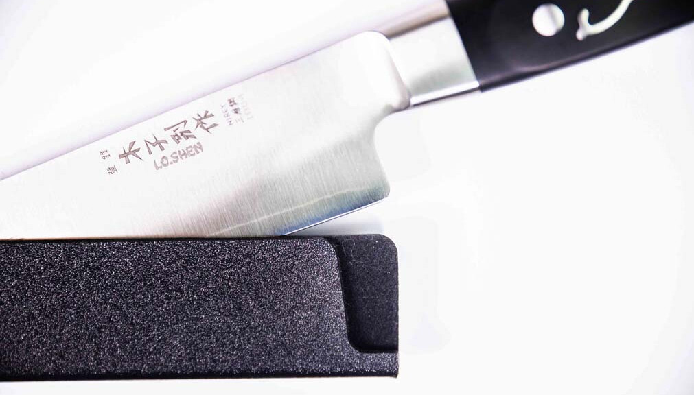 Measuring the hardness of steel and the sharpness of knives